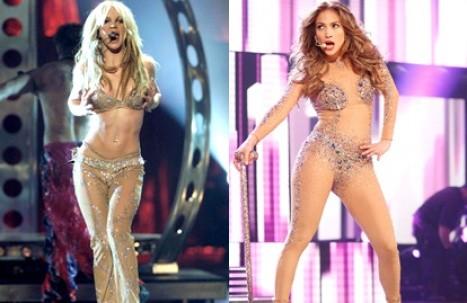 Jennifer López le habría copiado traje sexy a Britney Spears