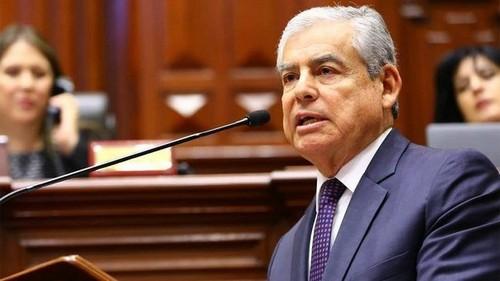 Renunció primer ministro César Villanueva