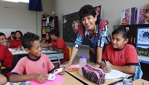 Cerca de 400 mil profesores peruanos tendrán incremento de remuneraciones en marzo
