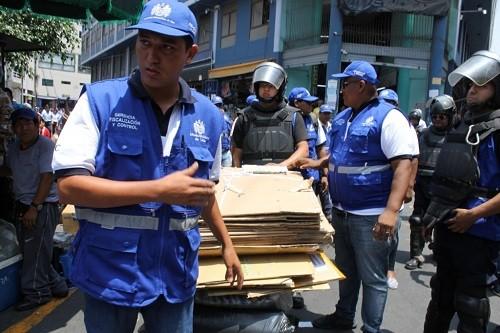 Se refuerza vigilancia en Mesa Redonda y Mercado Central ante operativo en Gamarra