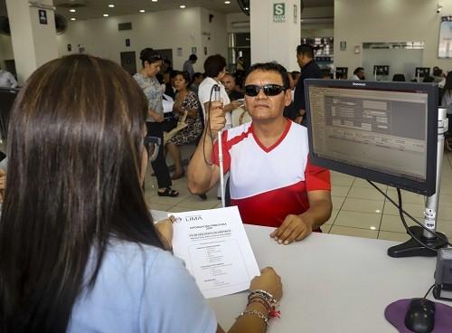Lima: implementan servicio en braille con información tributaria