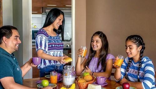 Comer en compañía promueve hábitos saludables y ayuda a reducir la probabilidad de tener sobrepeso