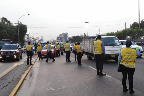 Intervienen 54 vehículos informales en Av. Javier Prado