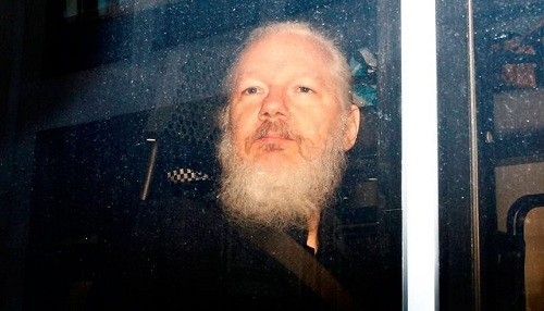 Fiscales suecos están considerando una solicitud para reabrir el caso de violación Julian Assange