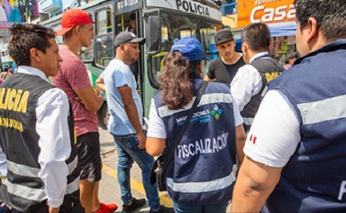 MIGRACIONES y Policía intervinieron en Lima a más de 100 extranjeros en condición migratoria irregular