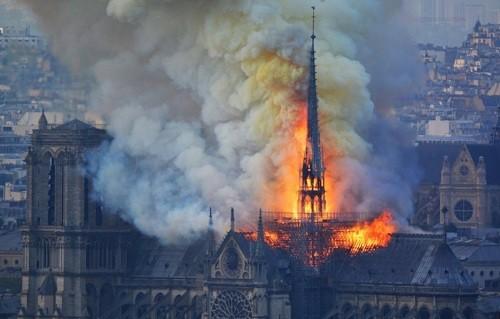 ISIS se deleita con el incendio de la catedral de Notre Dame antes de la Pascua