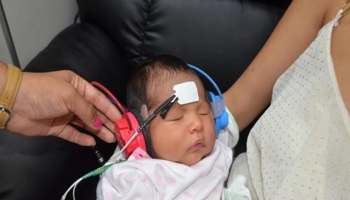 Detección temprana de problemas de audición a través del tamizaje permite un mejor desarrollo del lenguaje en los niños
