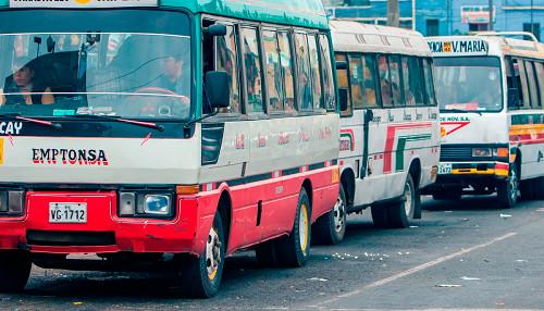 Indecopi: ¿Qué debes hacer si el bus al que subiste no respeta el medio pasaje?