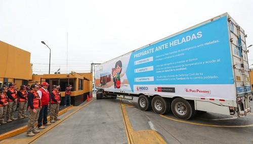 Camiones con ayuda humanitaria parten hacia regiones altoandinas en previsión de temporada de heladas