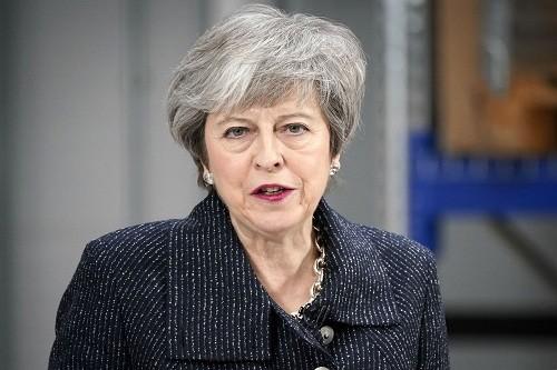 Theresa May revela la nueva oferta de Brexit y desata la guerra tory
