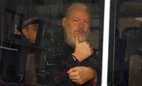 Julian Assange enfrenta 17 nuevos cargos penales