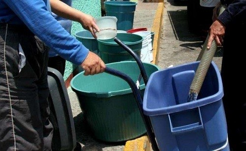 Almacenar agua es necesario para afrontar corte del servicio