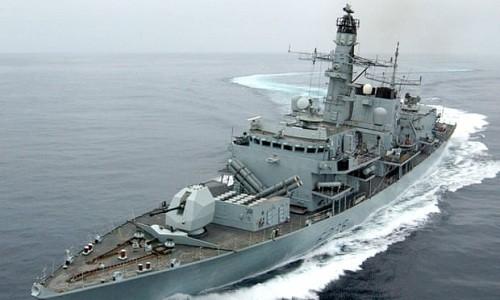 U.K. dice que los iraníes intentaron bloquear un embarcación comercial británica en el estrecho de Ormuz