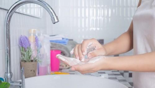 Higiene y ventilación previenen infecciones respiratorias agudas en niños y adultos mayores