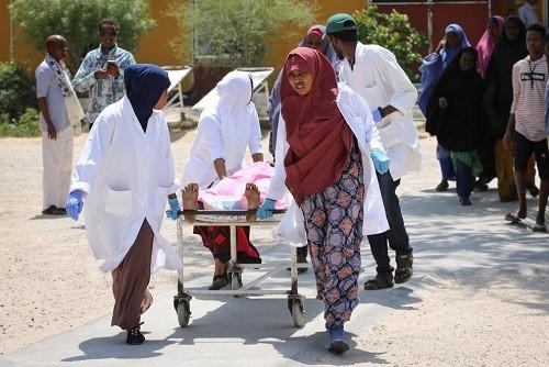 Atentado con coche bomba en Somalia mata al menos a 17