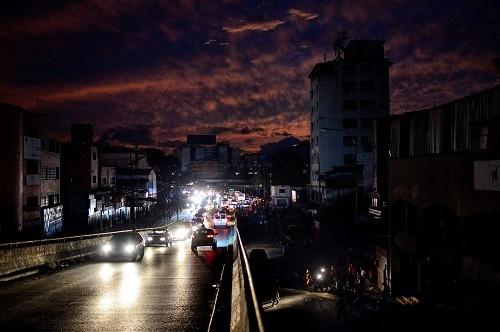 Gran parte de Venezuela en la oscuridad otra vez después de un apagón masivo