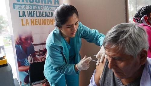 Adultos mayores y menores de 5 años pueden vacunarse gratis contra influenza y neumonía en el Parque de la Exposición