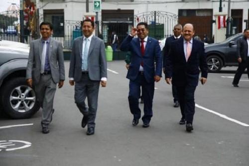 Bancadas se reúnen con PCM sobre proyecto de adelanto elecciones
