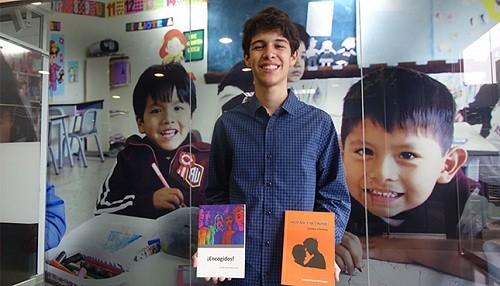 El escritor más joven del país presentó su nueva obra en la Feria del Libro