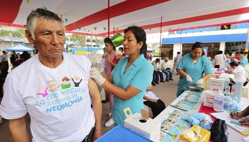 Este domingo Minsa y Midis vacunarán contra la influenza a beneficiarios de pensión 65 en 17 regiones del país