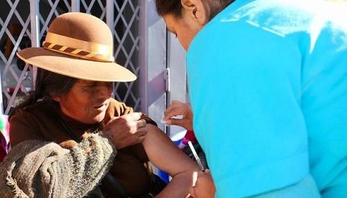 Minsa vacunó contra la influenza y neumonía a más de doce mil usuarios de pensión 65 en todo el país