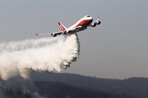 Bolivia: SuperTanker llegó esta madrugada a Santa Cruz para combatir los incendios forestales