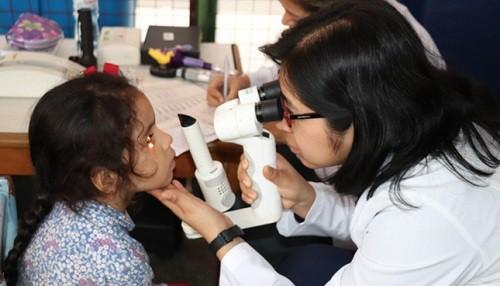 Nutrición e hidratación son claves para la buena salud visual en niños y adolescentes