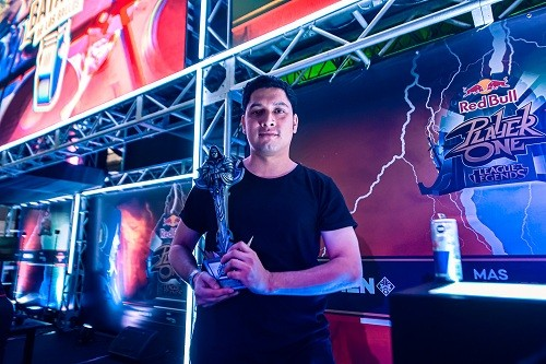 Alezz logra el bicampeonato de Red Bull Player One