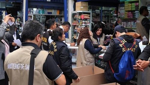 Incautan más de 01 tonelada de dispositivos médicos de uso odontológico y cierran 05 boticas en galería del Cercado de Lima