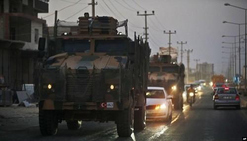 El asalto militar de Turquía en Siria deja más de 100 combatientes kurdos muertos