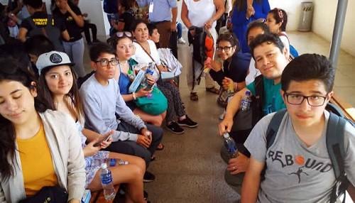 100 estudiantes y docentes peruanos retornaron de Ecuador en avión de la FAP