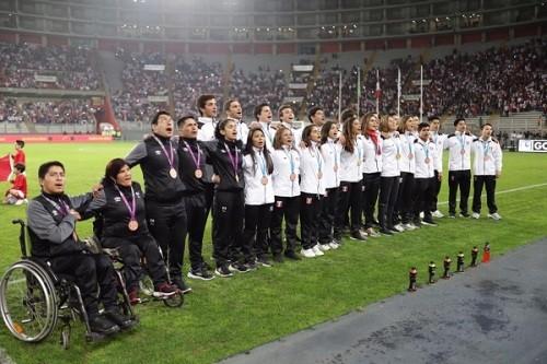 Selección de Fútbol rindió homenaje a medallistas de Lima 2019