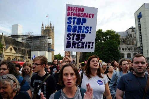 Miles salen a las calles en Londres para protestar contra el Brexit