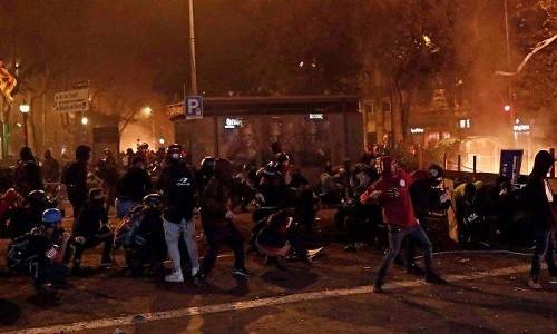 El presidente catalán pide conversaciones con el gobierno de España después de los disturbios