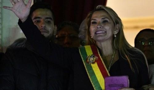 Bolivia: líder opositora Jeanine Añez, se declara presidenta luego de la renuncia de Evo Morales