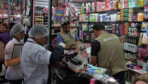 Digemid incauta cosméticos ilegales en galerías del Cercado de Lima