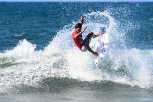 Raúl Ríos ganó el Máncora Junior de Surf y es Campeón Sudamericano