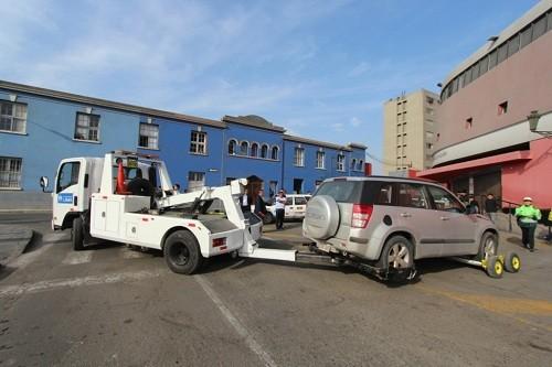 Retiran más de 170 vehículos mal estacionados
