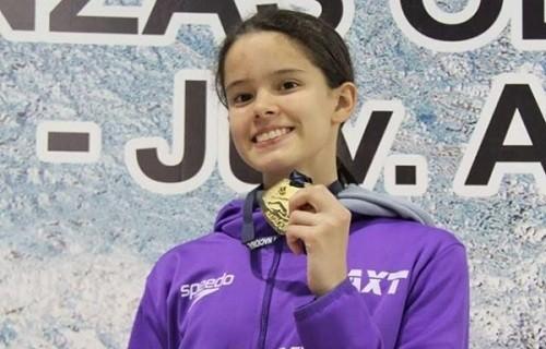 Alexia Soyomayor impone nuevo récord nacional en natación