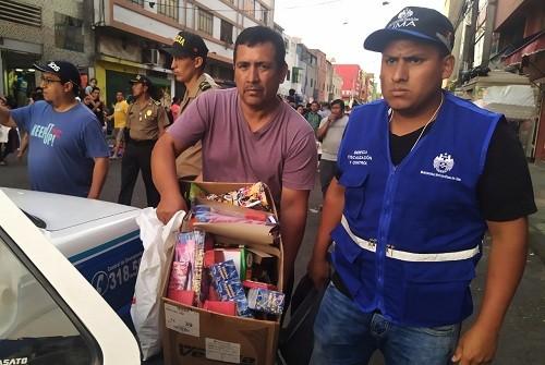 Decomisan peligrosos pirotécnicos en Mesa Redonda junto a la Policía Nacional