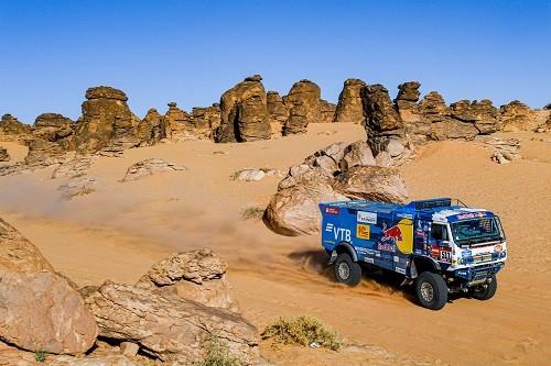 Las leyendas y los rookies se enfrentan a la cuarta etapa del Dakar 2020