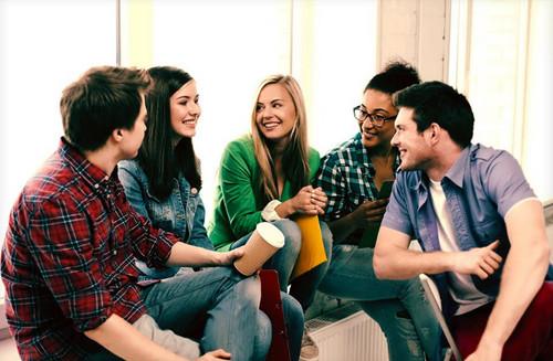 Etiqueta social y habilidades blandas en la conversación