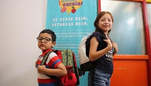 Escolares deben cargar en sus mochilas menos del 15% de su peso corporal