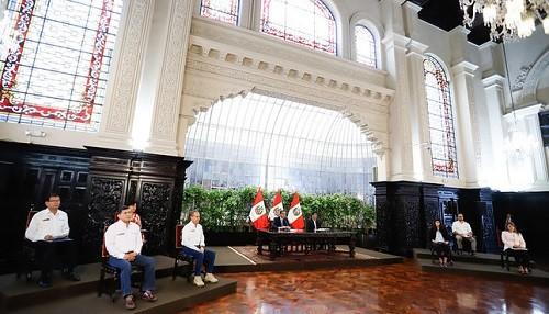 Presidente Vizcarra instó a los ciudadanos y empresas a acatar Estado de Emergencia y permanecer en sus domicilios