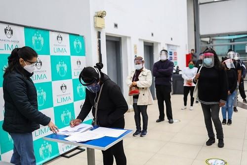 Cerca de 300 ambulantes reubicados en Parque Zonal Sinchi Roca firmarán contratos de alquiler con C.C. Malvinas Plaza