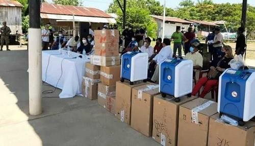 Minsa entrega 5 concentradores de oxígeno y 1000 pruebas de descarte Covid-19 en comunidad fronteriza amazónica