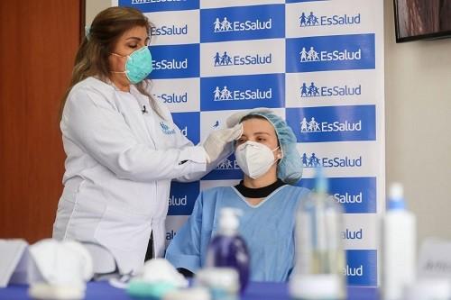EsSalud alerta sobre los cuidados para prevenir mascacné, una forma de acné que genera el uso de mascarillas