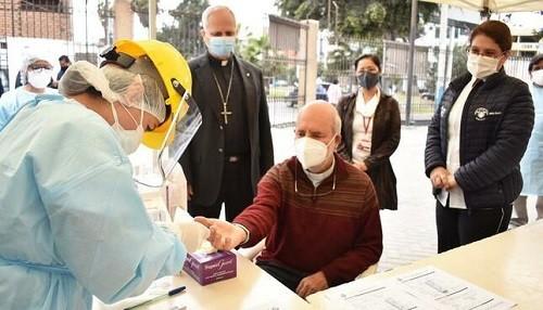 Minsa y Diresa Callao toman pruebas para descarte de la COVID-19 a sacerdotes de 59 parroquias