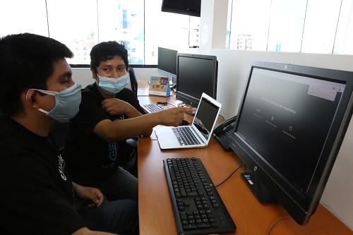 Universitarios peruanos desarrollan prototipo de asistente de voz virtual para orientar a usuarios de servicios