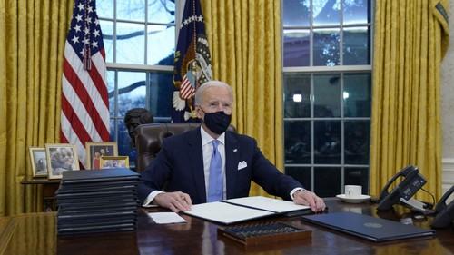 Joe Biden firmó 17 acciones ejecutivas en su primer día de mandato